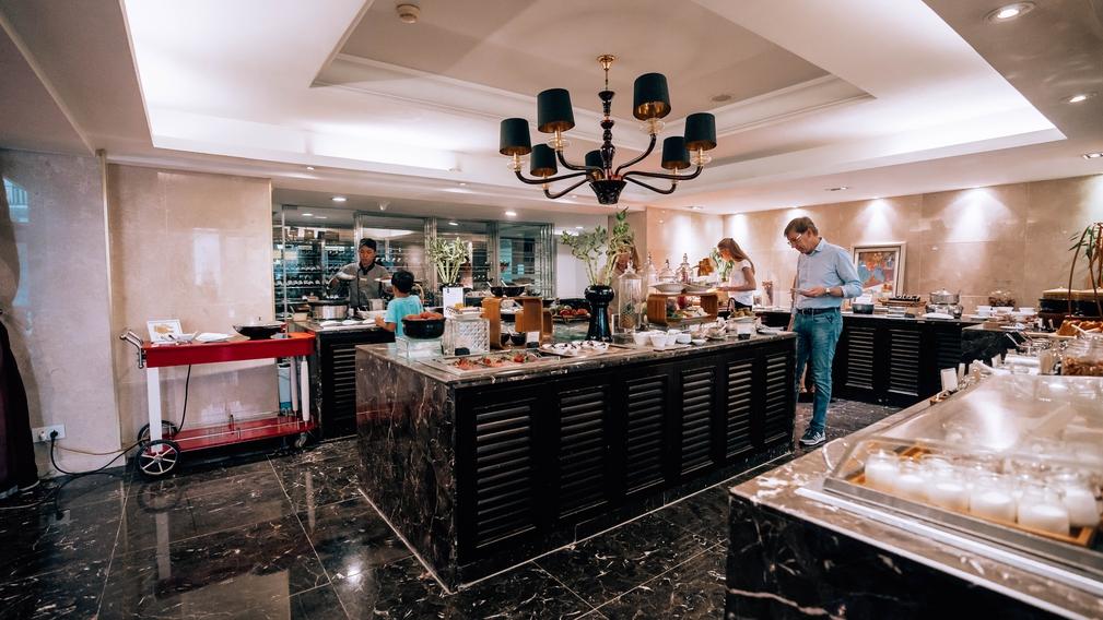 Hotel de l'Opera Hanoi buffet
