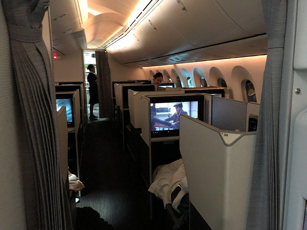 JAL B787 Dreamliner business class cabin