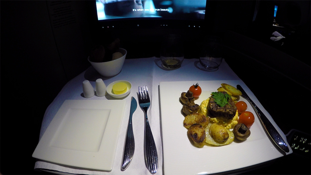 Dinner on Qatar A380 in Business Class