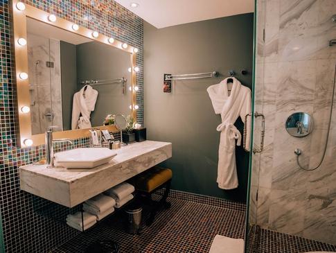 Hotel de l'Opera amazing bathroom