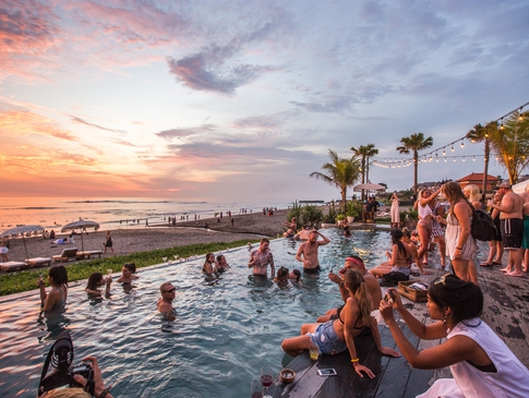Bali Holiday-Pool Next to Beach