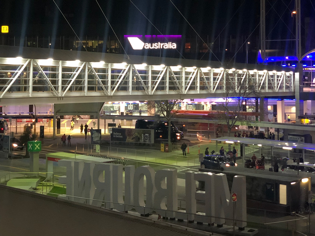 Melbourne Airport only 2 minute walk from the Park Royal