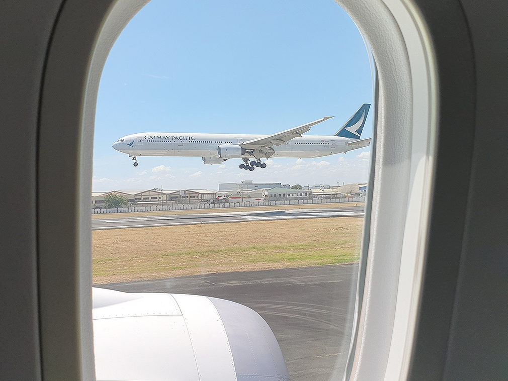 Waiting our turn on the runway at Manila while this Cathay Pacific arrives