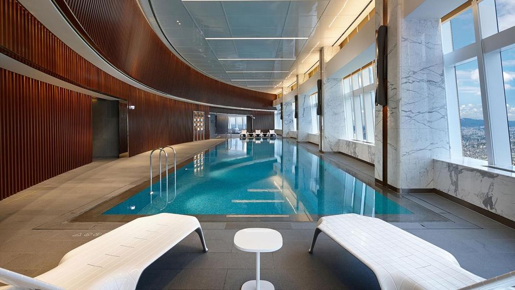 Signiel Seoul pool