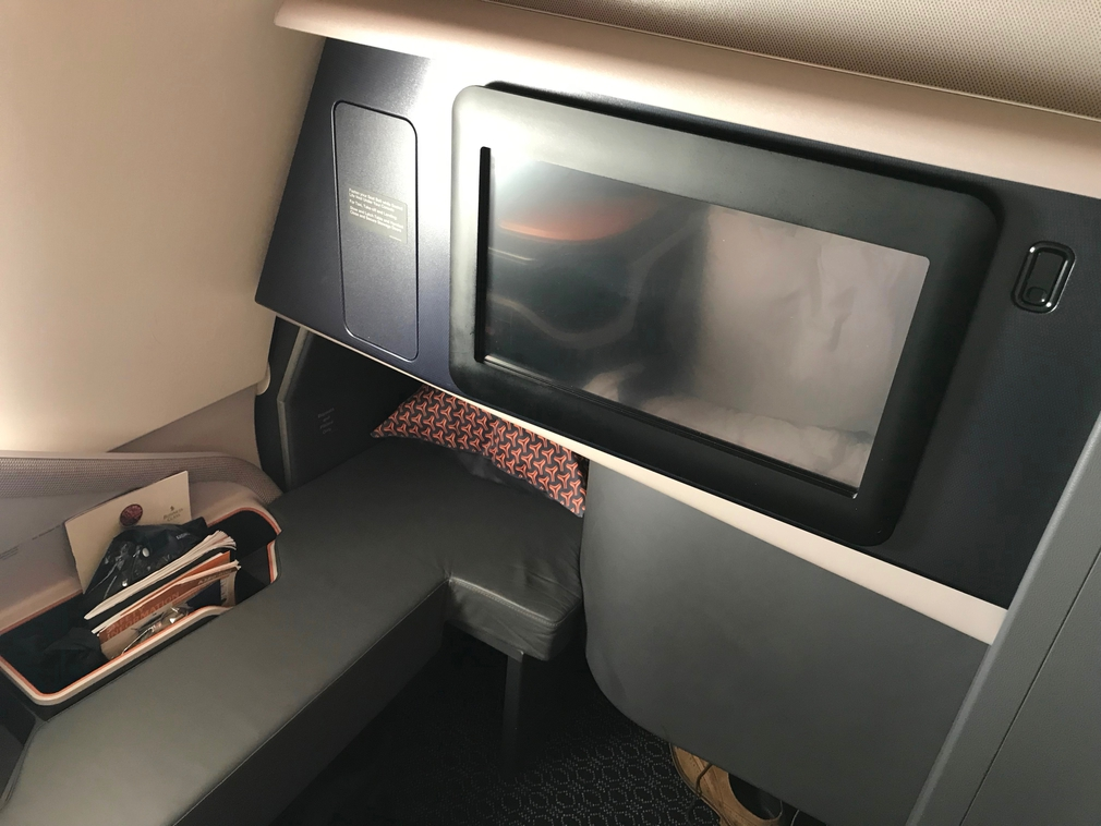 SQ232 business class IFE