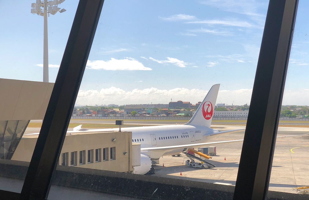 Ready to board on the JAL Dreamliner to Tokyo