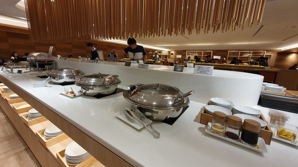 JAL Sakura Lounge food court
