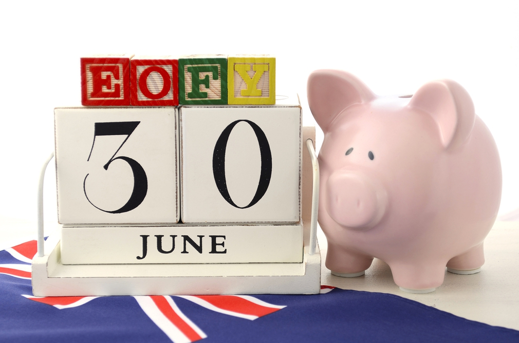 EOFY date and piggy bank