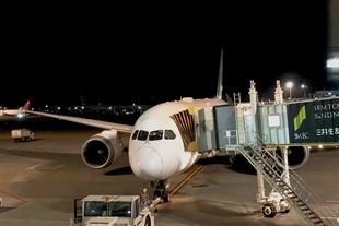 JL771-Docked-B787-Dreamliner.jpg