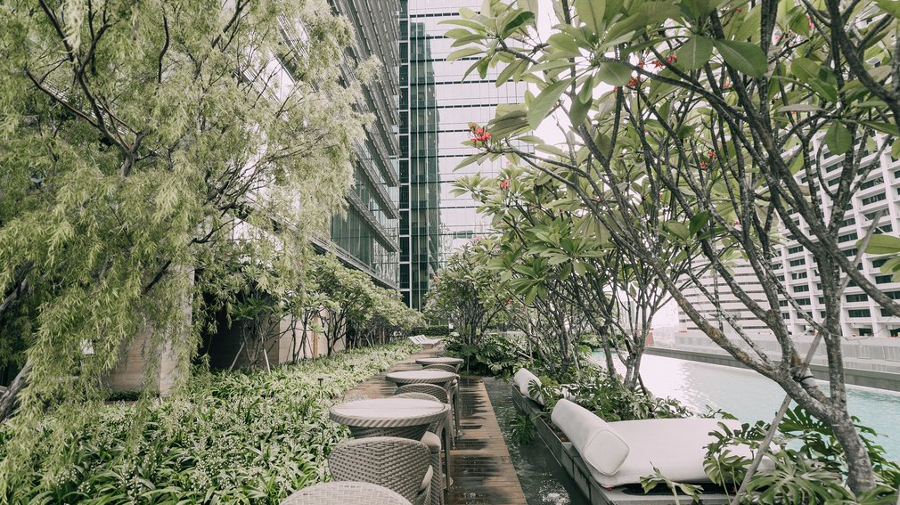 Sofitel Singapore Outdoor seating area