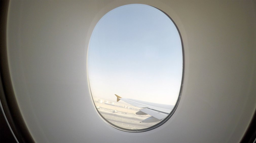 The view of the wing at Abu Dhabi airport